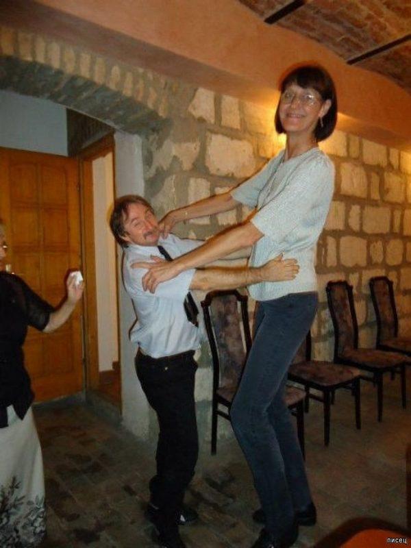 Когда у девушки высокий рост. Покажите Друзьям!